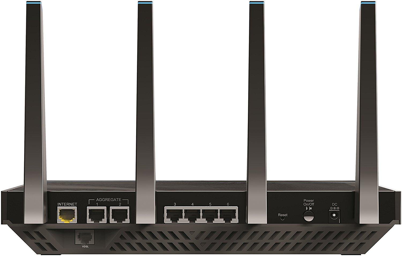 Il Netgear D8500 è un mostro. Tecnologia all'avanguardia e potenza pura fanno di questo modem wifi una delle opzioni più estreme sul mercato.
